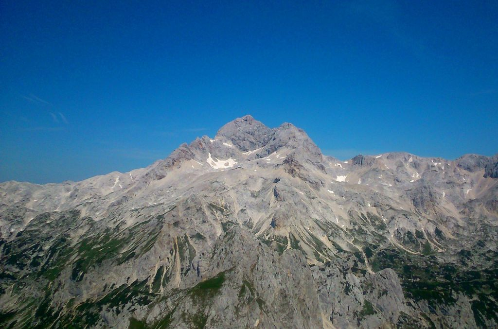 Planinec umrl med vzponom na Triglav