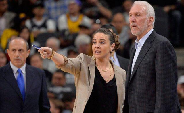 Košarkarska tržnica ima središče v San Antoniu: desno Gregg Popovich, ob njem Becky Hammon, levo Ettore Messina.