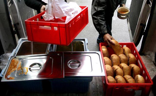 Skoraj 14 odstotkov prebivalcev Slovenije živi pod mejo tveganja revščine. FOTO: Roman Šipić