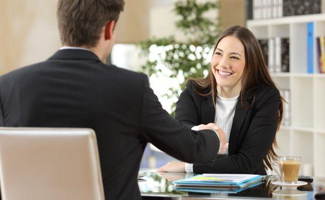 Vprašanja o višini plače, dodatkih in bonitetah ter ostalih pravicah na prvem srečanju niso primerna. FOTO: Shutterstock/