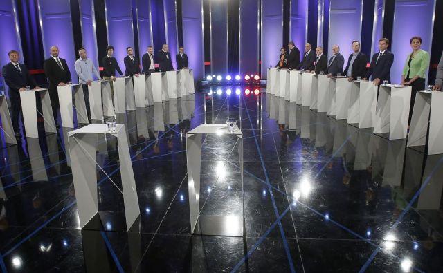 Predsedniki dvajsetih strank so se izgubili v studiu RTV Slovenija, prav tako njihova sporočila. FOTO: Blaž Samec/Delo