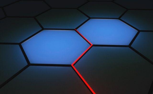 Anjoni na šestkotni mreži, ki jih je možno povezovati v vrvi. FOTO: Institut Jožef Stefan