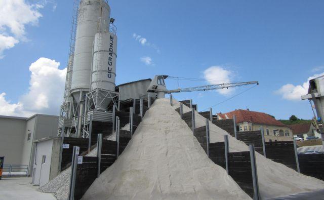 Nov obrat ni le betonarna, ampak predvsem sodobna avtomatizirana proizvodnja betonskih izdelkov. FOTO: Špela Kuralt/delo/