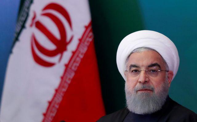 Ponovna mednarodna izolacija Irana pravzaprav pomeni, da se bodo v tej državi nujno spet okrepile »trde« skrajne politične sile, kar lahko vodi do spremembe režima in zmanjšanje moči prozahodne politike predsednika Rohanija. FOTO: Reuters