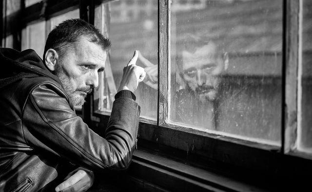 Goran Bare, pevec, pesnik in glasbenik, ki je leta 1984 ustanovil skupino Majke, pregovorno nevarno rock 'n'roll skupino. FOTO: Zoran Marinović/All