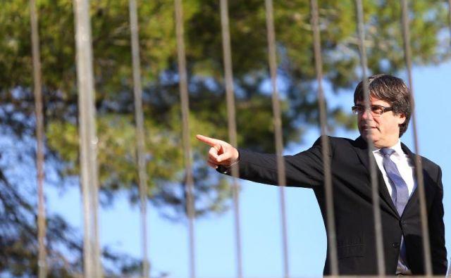 Carles Puigdemont je tudi mož in oče dveh deklic, zato ga občasno preplavijo čustva, ki jim ne dovoli, da bi prevladala nad bojem za neodvisno Katalonija. FOTO: Ivan Alvarado/Reuters/