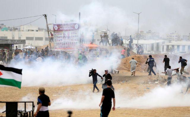 Ob približevanju dneva spomina na nakbo vsako leto potekajo demonstracije pregnanih Palestincev oziroma zdaj njihovih potomcev, ki zahtevajo vrnitev na nekdanje domove. V letošnjih je izraelska vojska ubila že več kot 40 ljudi. FOTO AFP