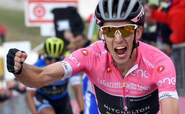 Simon Yates je postal zelo resen kandidat, da rožnato majico pripelje v večno mesto. Foto Daniel dal Zennaro/AP