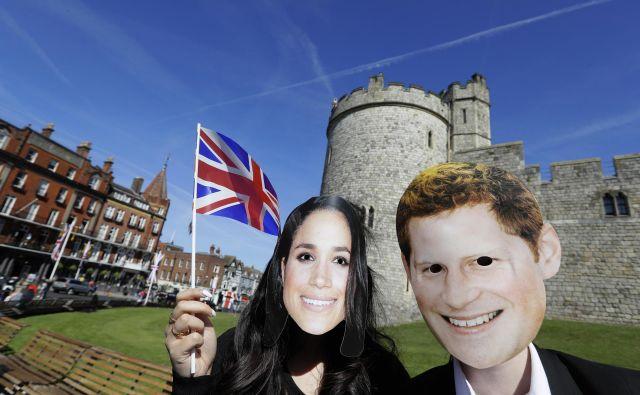 Oboževalci že prihajajo v Windsor, kjer se bosta princ Harry in Meghan poročila. FOTO: Kirsty Wigglesworth/Ap