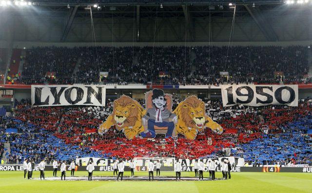 V Lyonu znajo pogosto pripraviti spektakularno vzdušje za navzoče na nogometnih tekmah na tamkajšnjem štadionu.