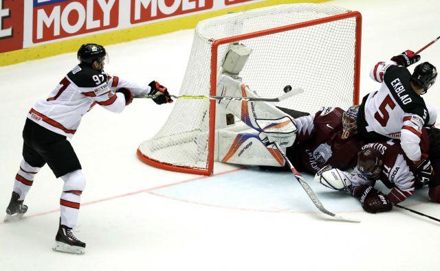 Takole je Connor McDavid v podaljšku odločil zmagovalca. FotoDavid W. Černy/Reuters