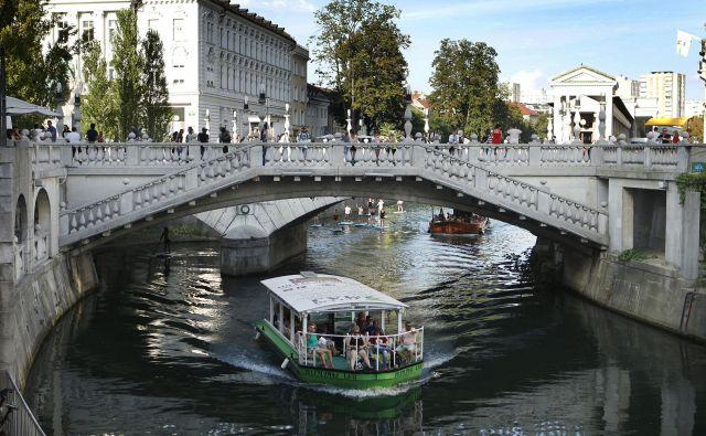 Po Ljubljanici zdaj vozi 15 turističnih ladjic.FOTO: Leon Vidic/Delo