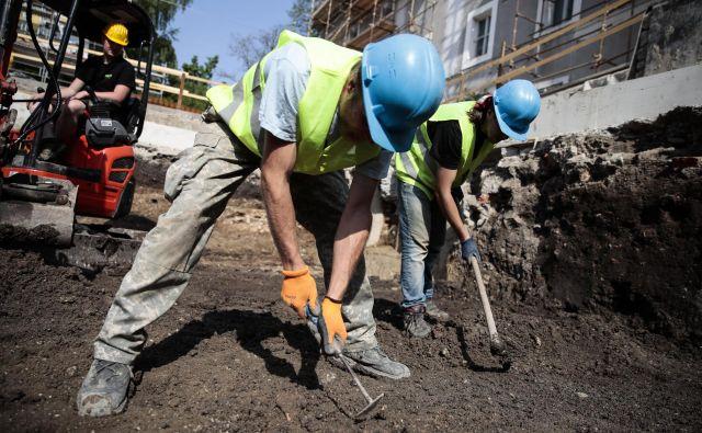 Gradbeno-obrtniška dela na območju Križank bodo predvidoma zaključena do 15. julija. FOTO: Uroš Hočevar/Delo