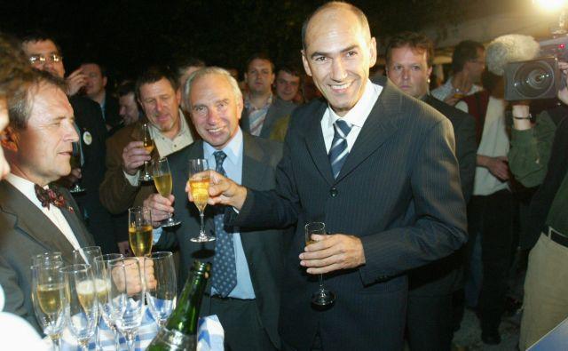 Veliko zmagoslavje po razglasitvi izidov 2004 FOTO: Jure Eržen
