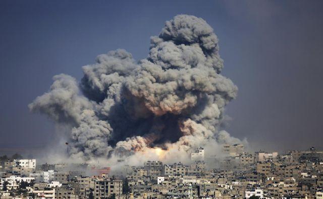 Palestinci v Gazi še naprej trpijo zaradi izraelskega terorja. FOTO: Hatem Moussa/Ap