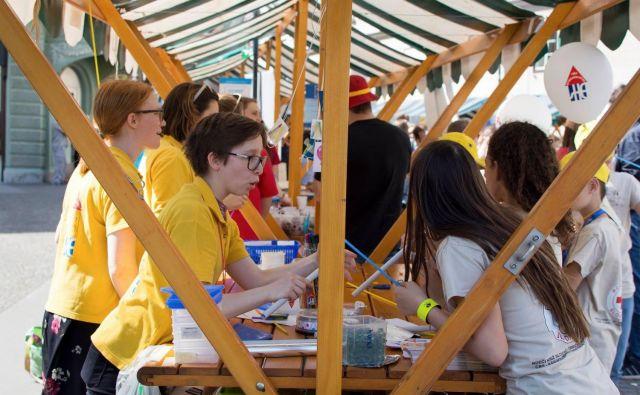 Lanskoletni veseli dan prostovoljstva na Prešernovem trgu. FOTO: Arhiv Slovenske filantropije