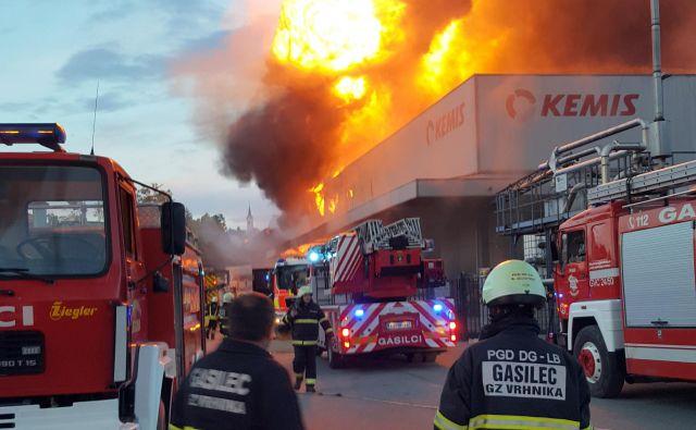 Požar se je hitro razširil tudi zaradi neustrezne požarne varnosti v podjetju.