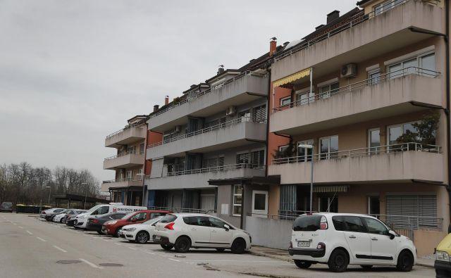 Stanovalci v Novem Dragomlju se bodo po večletnem sporu končno zunajsodno poravnali z republiškim stanovanjskim skladom. FOTO:Leon Vidic