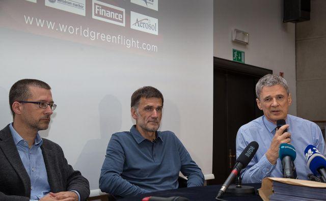 Predstavitev meritev zadnje misije Matevža Lenarčiča. Na fotografiji so z leve proti desni: dr. Griša Močnik, Matevž Lenarčič, prof. dr. Jadran Lenarčič. FOTO: Marjan Verč/