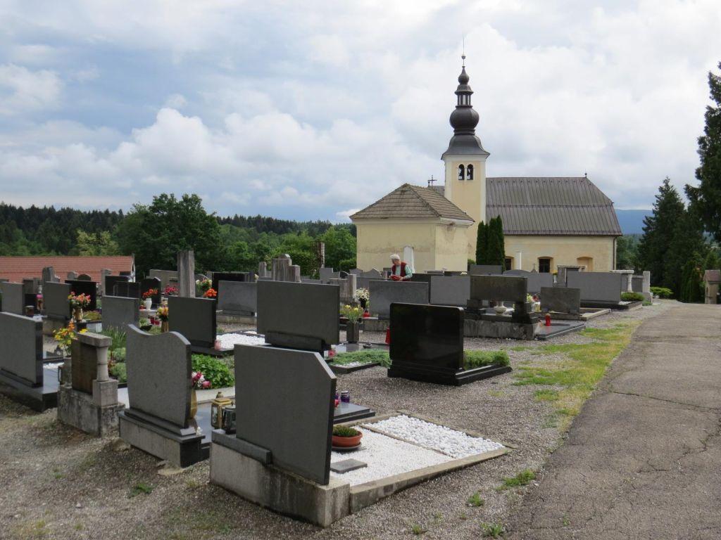 FOTO:Prebežnikov ne bi pokopali ne občina ne država