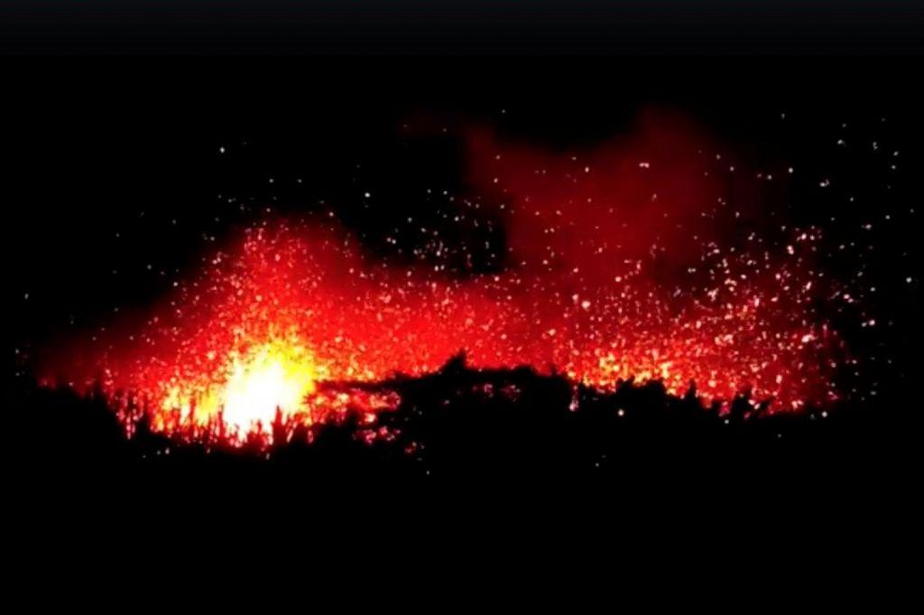 FOTO:Rdeč alarm na Havajih po novem izbruhu pepela