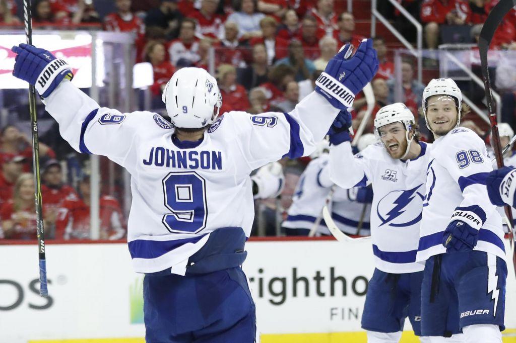 NHL: Tampa po zmagi v gosteh ostaja v igri (VIDEO)