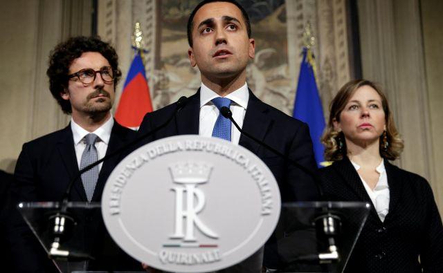 Vodja Gibanja pet zvezd <strong>Luigi Di Maio </strong>je koalicijsko pogodbo označil za »največjo politično novost zadnjega leta«. FOTO: Max Rossi/Reuters