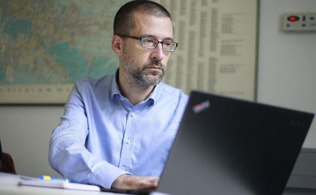 Dr. Gri�ša Močnik z Instituta Jožef Stefan je analiziral in predstavil podatke s poleta. Foto Leon Vidic