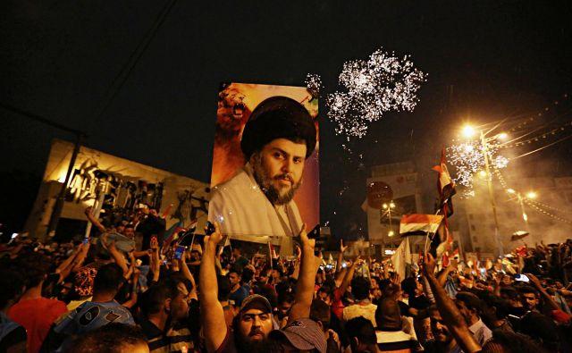 Privrženci Moktade al Sadra v Bagdadu. FOTO AP