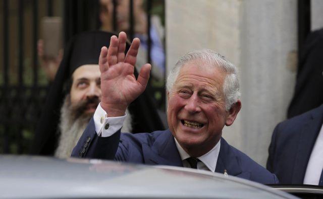 Iz Kensigtonske palače so sporočili, da bo Meghan pred oltar namesto očeta Thomasa pospremil Harryjev oče, princ Charles. FOTO: AP