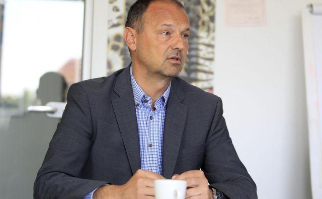 Samo Roš poudarja, da se podjetja morajo začeti ozirati v bližnje države, se odpreti, saj bodo prej ali slej morala zaposlovati tudi delavce od tam. FOTO: Roman Šipić