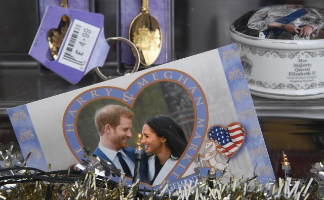 Obstajajo nepomembne stvari, ki so pomembnejše od vsega. Denimo poroka princa v windsorski kapeli. FOTO: Toby Melville/Reuters