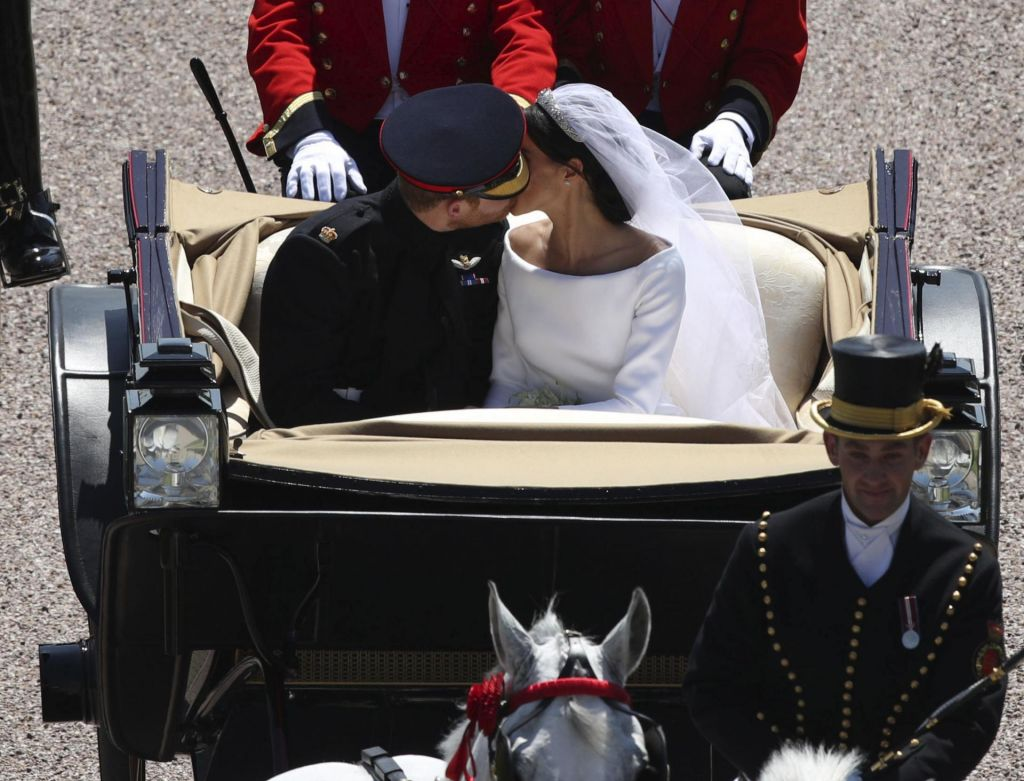 FOTO:Čustven Harry in nasmejana Meghan sta rekla »da« (FOTO, VIDEO)