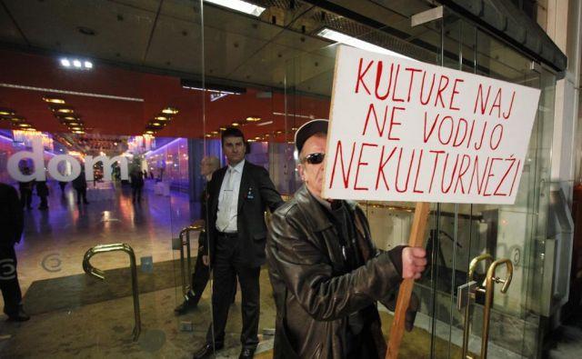 Protest iz leta 2012 odmeva tudi v novih zahtevah kulturnikov. FOTO: Jože Suhadolnik/Delo