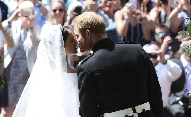 Prvi poljub mladoporočencev.FOTO:Danny Lawson/AP