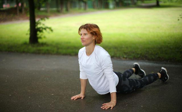 Brigita Langerholc nekdanja atletinja, je danes učiteljica naravnega gibanja, predvsem joge, in izvajalka metode Body reset. FOTO Jure Eržen