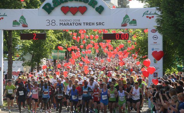 Maratona treh src se letos udeležuje več kot 8000 udeležencev. Foto Tadej Regent/Delo