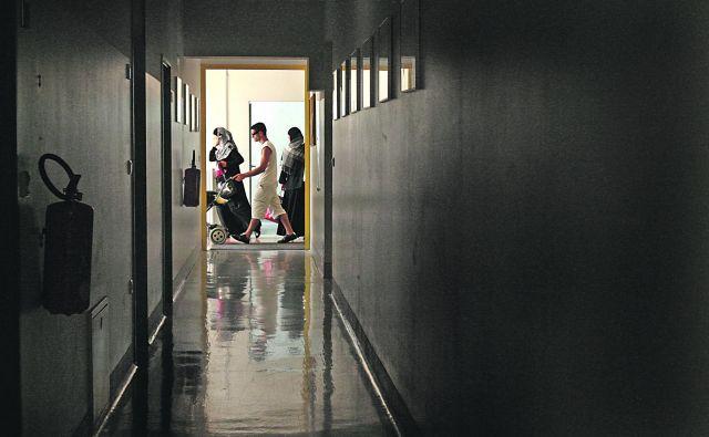 Azilni dom v Ljubljani. Povečuje se število ilegalnih prihodov iz Afrike. FOTO: Jure Eržen