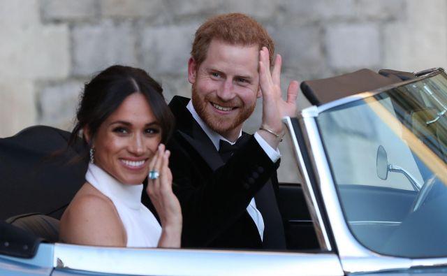 Novopečena vojvoda in vojvodinja Sussexa še ne bosta odpotovala na poročno potovanje. FOTO: AFP