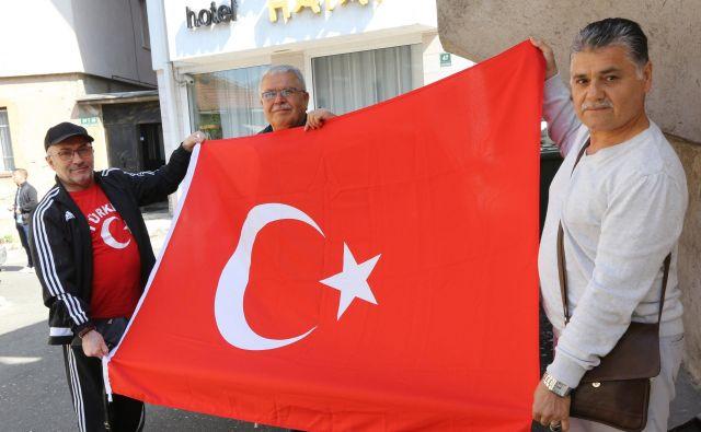Privrženci Recepa Tayyipa Erdogana v Sarajevu. FOTO: Tomi Lombar