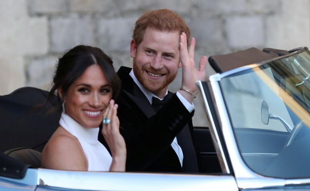 Ob sobotni poroki britanskega princa Harryja in njegove izbranke Meghan Markle je bilo tej novici dneva po svetu posvečenih skoraj šest milijonov tvitov. FOTO: Reuters