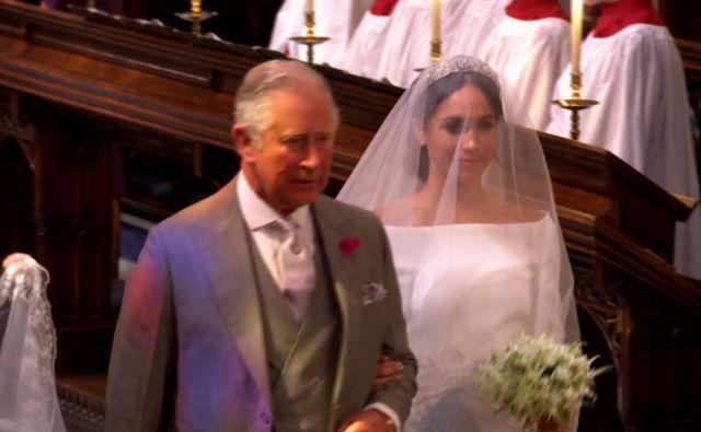 Princ Charles je Meghan popeljal do oltarja. FOTO: Youtube/