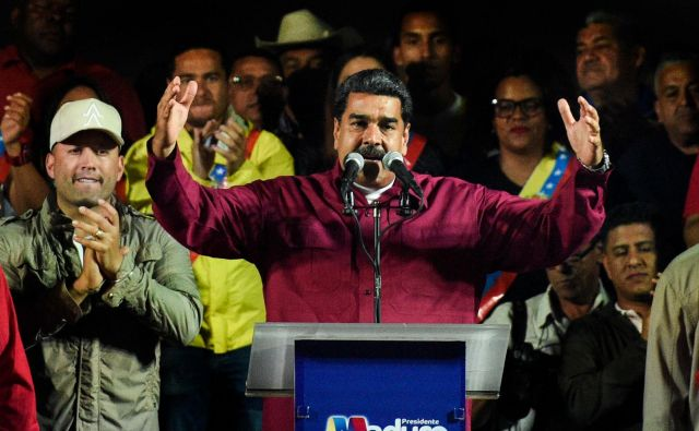 »Mir in demokracija sta zmagala,« je ob ponovni izvolitvi dejal Maduro. FOTO: Federico Parra/AFP