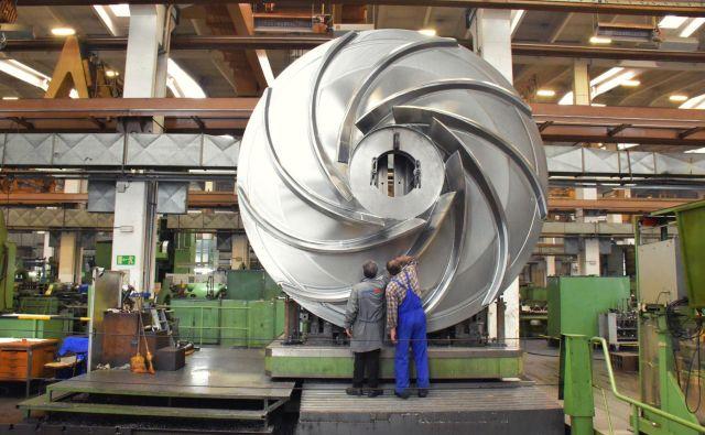Za nadaljevanje gospodarskega vzpona so nujne reforme, so prepričani v GZS. Na fotografiji je gonilnik turbine za hidroelektrarno, ki ga za tujega naročnika izdelujejo v podjetju Litostroj Power. FOTO: Litostroj Power