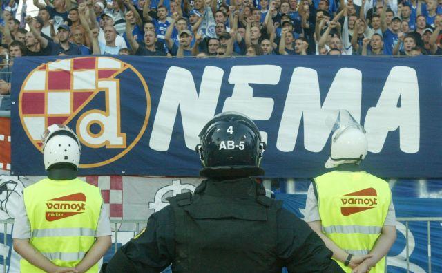Incident so zagrešili Dinamovi navijači. Foto Jure Eržen/Delo