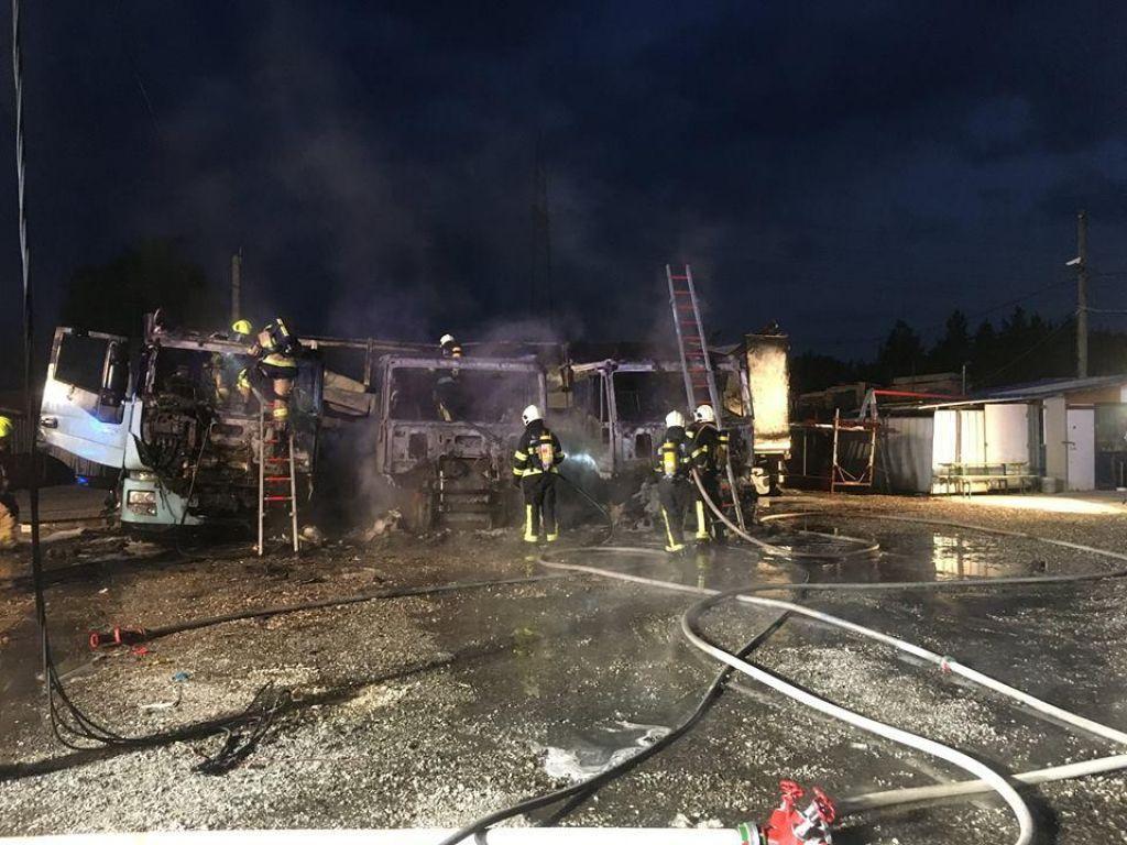 Zagoreli trije tovornjaki, policija preiskuje sum kaznivega dejanja