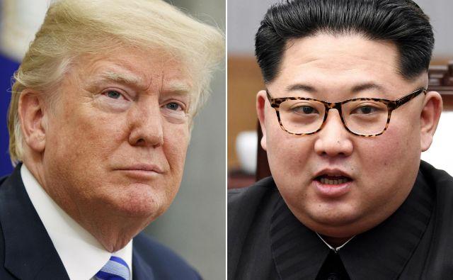 Trump je sprejel vabilo na neposredne pogovore s Kimom potem, ko sta si voditelja dolge mesece izmenjevala tudi osebne žalitve. FOTO: Evan Vucci/P