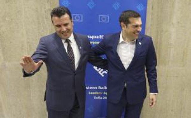 Ne glede na zadržanost Skopja in Aten, sta Zaev in Cipras naredila pomemben korak v reševanju spora. FOTO: Stoyan Nenov/Reuters