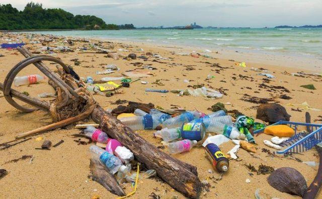 »Zaradi količin odpadkov, ki se v morskem okolju razpršijo in potonejo na morsko dno, jih je skorajda nemogoče odstraniti.