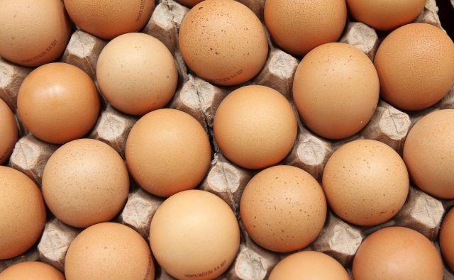 Jajca so bogata s holesterolom, kar se je dolgo časa povezovalo z večjim tveganjem za srčno-žilne bolezni. Vsebujejo pa tudi ključne beljakovine in vitamine. FOTO: Reuters